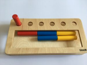 18. Коробочка с цилиндрами - вкладышами # Box with cylinders - inserts
