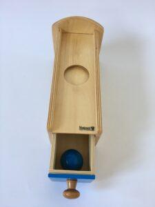 27. Коробочка с выдвижным ящичком # Box with drawer and a ball