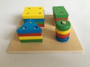 38. Цветные фигурки на колышках#Colored figures on pegs