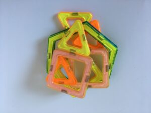 432. Magnetic toy (4)